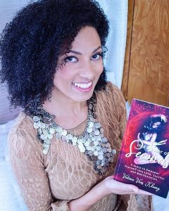 Victoria Vives - Smiley